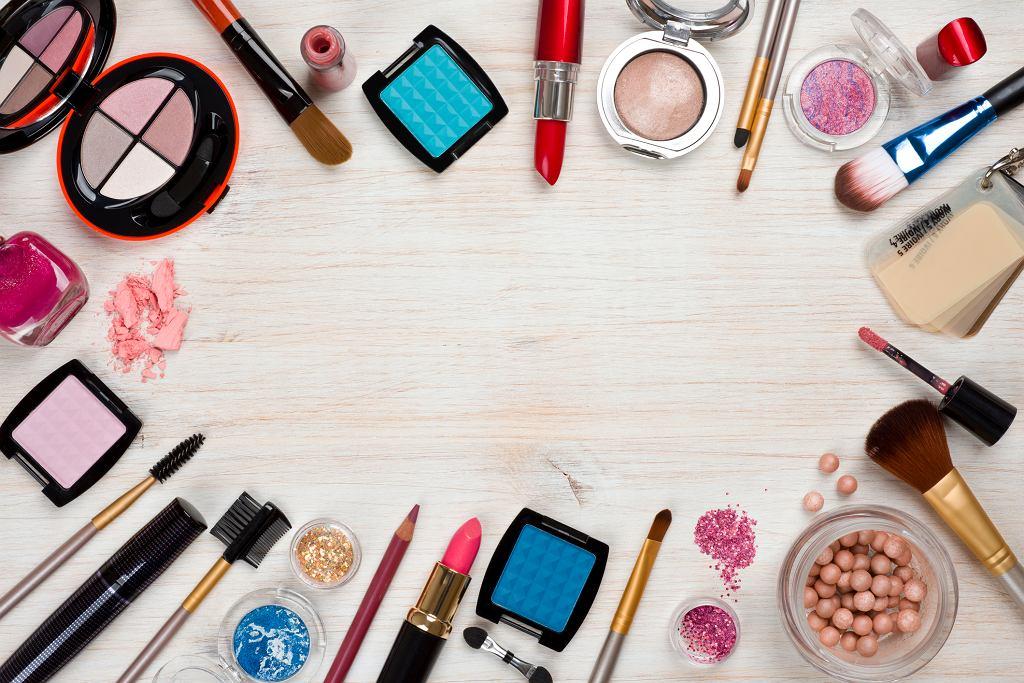 Wśród kosmetyków do pielęgnacji i koloryzacji twarzy jest wiele specyfików, które nie służą naszej skórze (fot. didecs / iStockphoto.com)