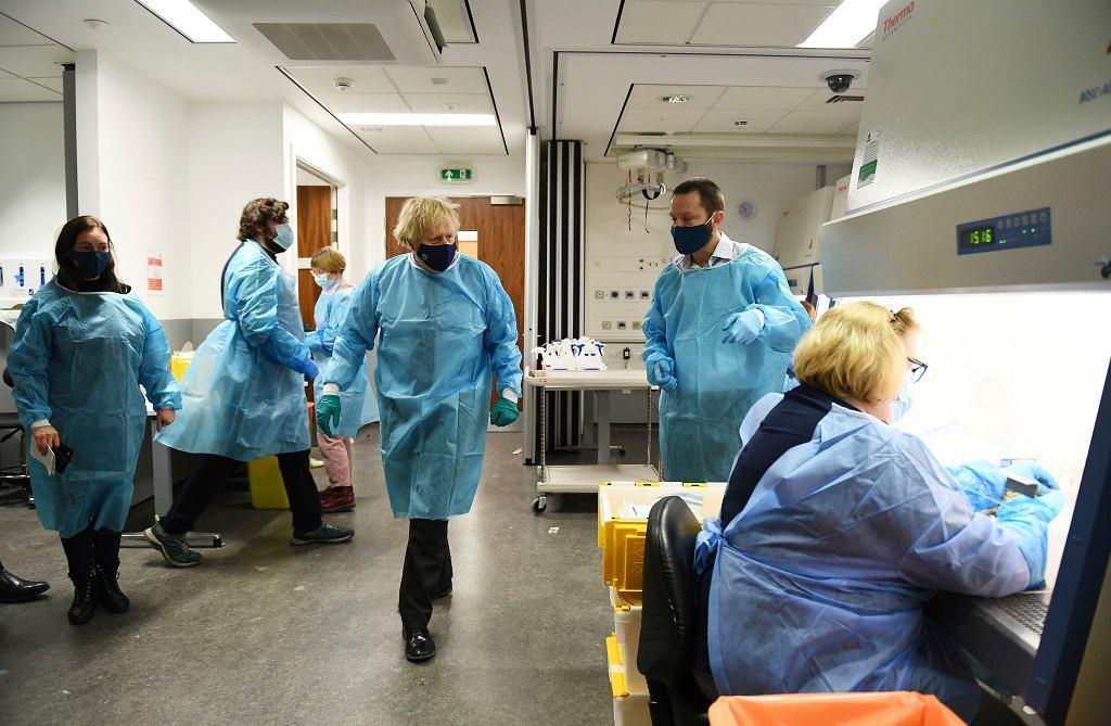 Wielka Brytania. Badania przesiewowe wśród 80 tys. osób. Poszukują wariantu wirusa z RPA