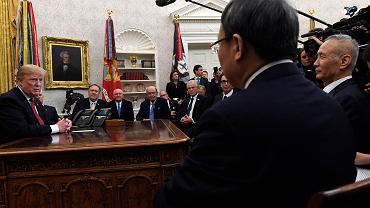 Donald Trump podczas spotkania wicepremierem Chin Liu He w styczniu 2019 roku