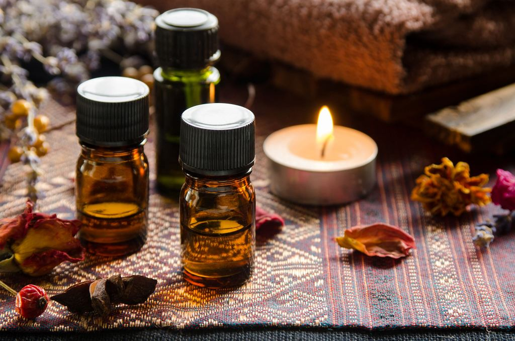)Essential,Oils,With,Herbs,In,Candle,Light