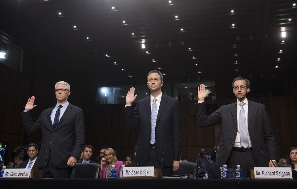 1 listopada 2017, Waszyngton. Od lewej: Colin Stretch (Facebook), Sean Edgett (Twitter) i Richard Salgado (Google) przysięgają przed przesłuchaniem przez senacką komisją ds. przestępczości i terroryzmu na temat rosyjskich wpływów w mediach społecznościowych.