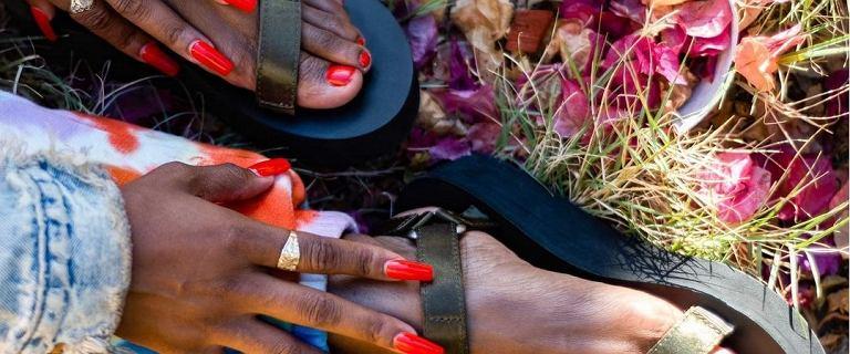 Wytrzymałe sandały trekkingowe i turystyczne kupisz z ogromnym rabatem. Kobiety oszalały na ich punkcie!
