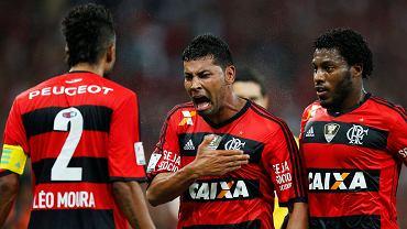Andre Santos (w środku)