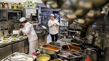 Branża gastronomiczna ma ogromne problemy z pozyskiwaniem pracowników do najprostszych prac. Luki wypełniają najczęściej pracownicy z Ukrainy.