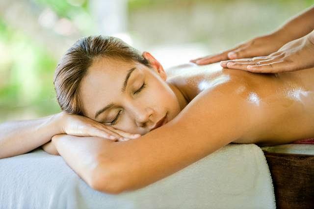 Ten rodzaj masażu hawajskiego jest idealnym środkiem na szybkie, zagonione i często niedbałe życie jakie prowadzimy, na nadmiar bodźców atakujących nas zewsząd, na wypalenie zawodowe lub stany depresyjne