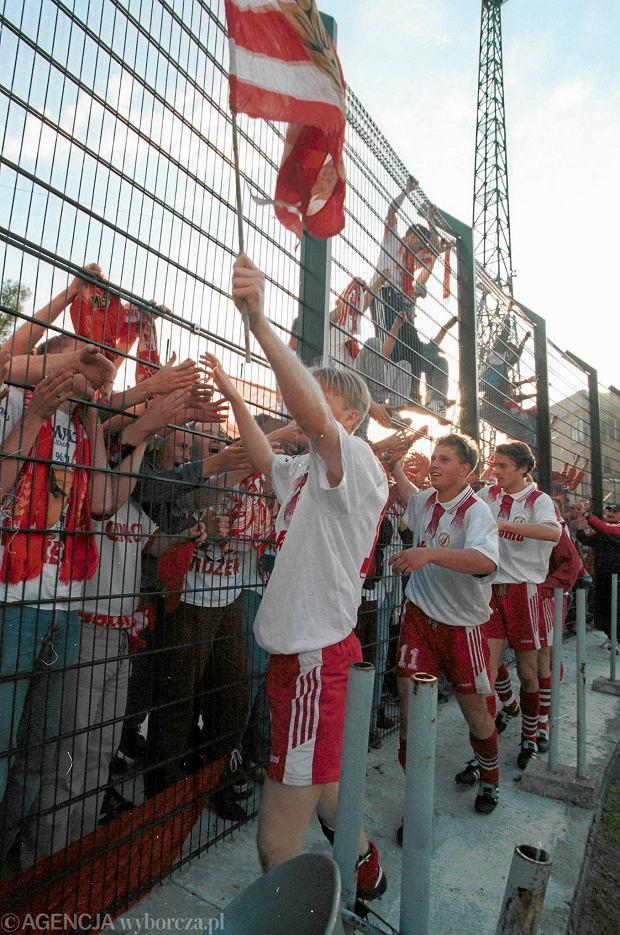 Radość piłkarzy i kibiców Widzewa po wygranej z Legią