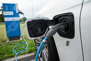 Przyszły rok początkiem ery elektrycznych samochodów. W UE ich sprzedaż pierwszy raz sięgnie miliona sztuk