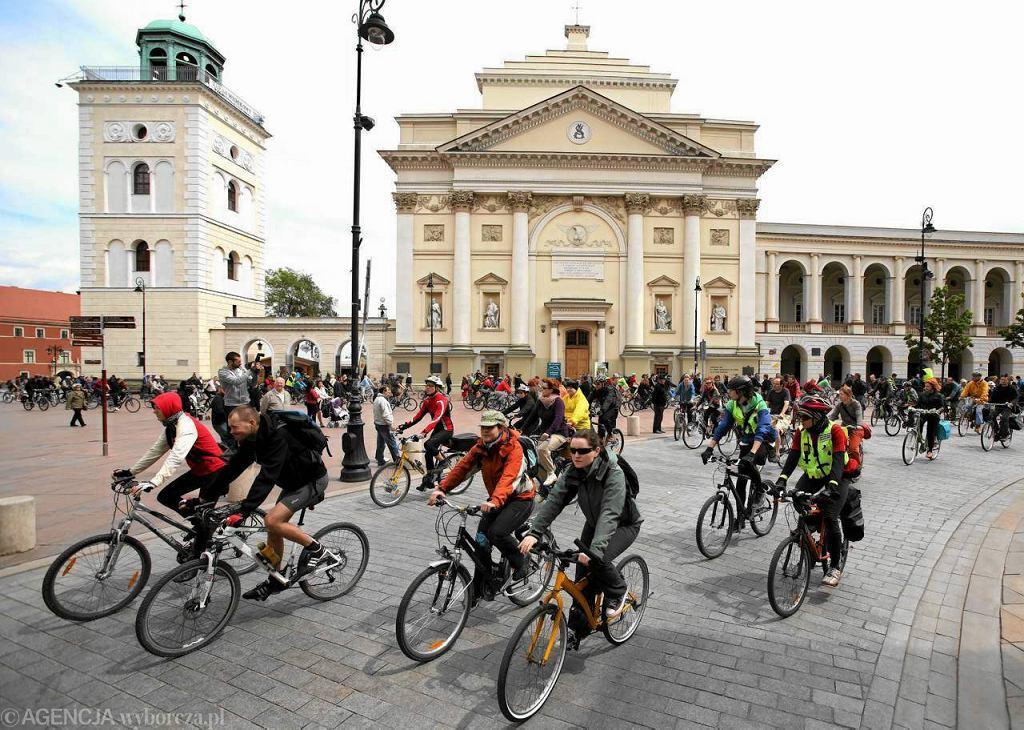 Wielki przejazd rowerowy mknie Krakowskim Przedmieściem