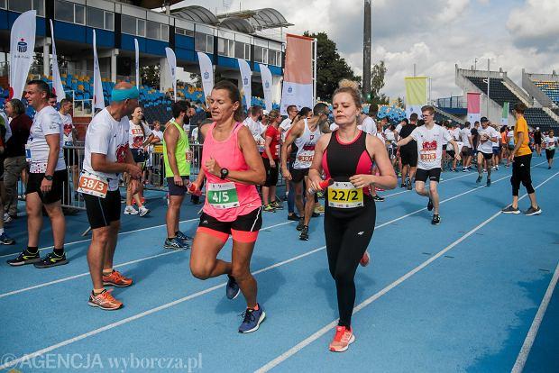 Zdjęcie numer 36 w galerii - PKO Bieg Charytatywny. Na Zawiszy pomagali biegając [ZDJĘCIA]