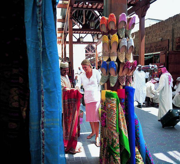 Na bazarach można potrenować sztukę targowania. Ale na sukces mogą liczyć tylko najlepsi, azja, podróże, Podróż do Dubaju: tu wszystko musi być