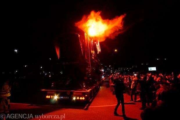 Zdjęcie numer 4 w galerii - Lokomotywa Lecha Poznań przejechała ulicami miasta pod stadion przy Bułgarskiej [ZDJĘCIA]