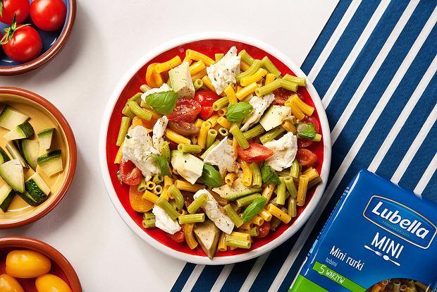 Lubella - Sałatka z mini rurkami warzywnymi i mozzarellą