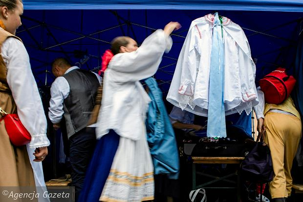 Zdjęcie numer 8 w galerii - Deszcz zakłócił niedzielnie występy Polonusów. Wieczorne koncerty odwołane [ZDJĘCIA]