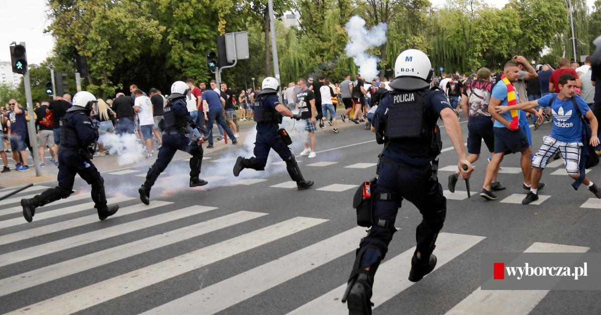 4e958dced2c1f0 52 zadymiarzy w rękach policji po Marszu Równości w Białymstoku. Policja  szuka kolejnych