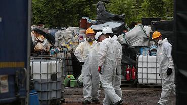 Niebezpieczne odpady (zdjęcie ilustracyjne)