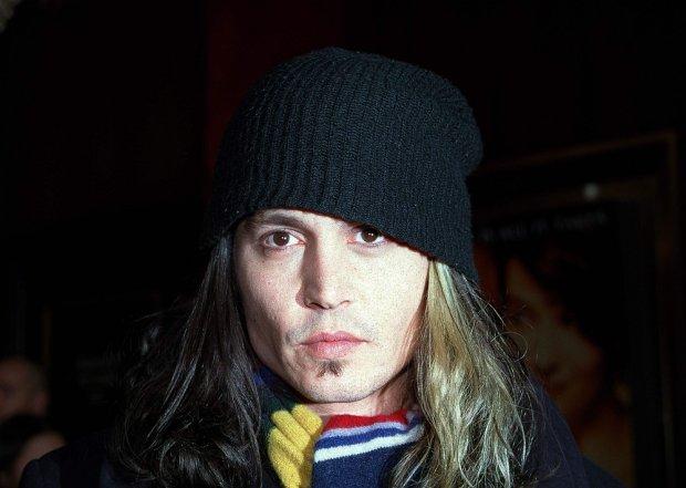 12/04/2000 - Johnny Depp - Chocolat Movie Premiere - Arrivals - Ziegfeld Theatre - New York, NY - Keywords:  -  -  - Photo Credit: Fame / Photorazzi - Contact (1-866-551-7827)
