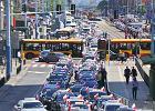 Strajk taksówkarzy. Zablokowali A2 i Prymasa Tysiąclecia, zbliżają się do Towaru