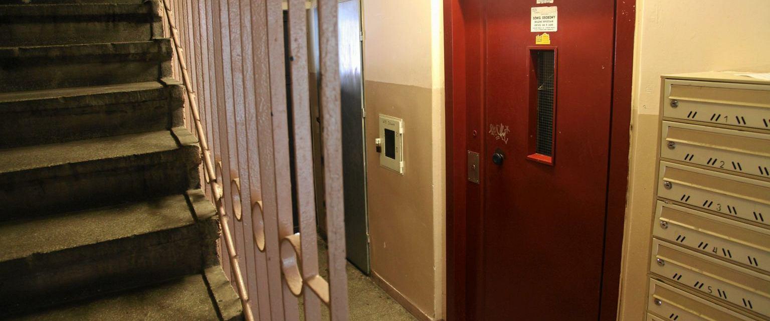 Remontowanie mieszkania o 4.00 rano? To też może się sąsiadowi zdarzyć (Fot. Mieczysław Michalak / Agencja Gazeta)