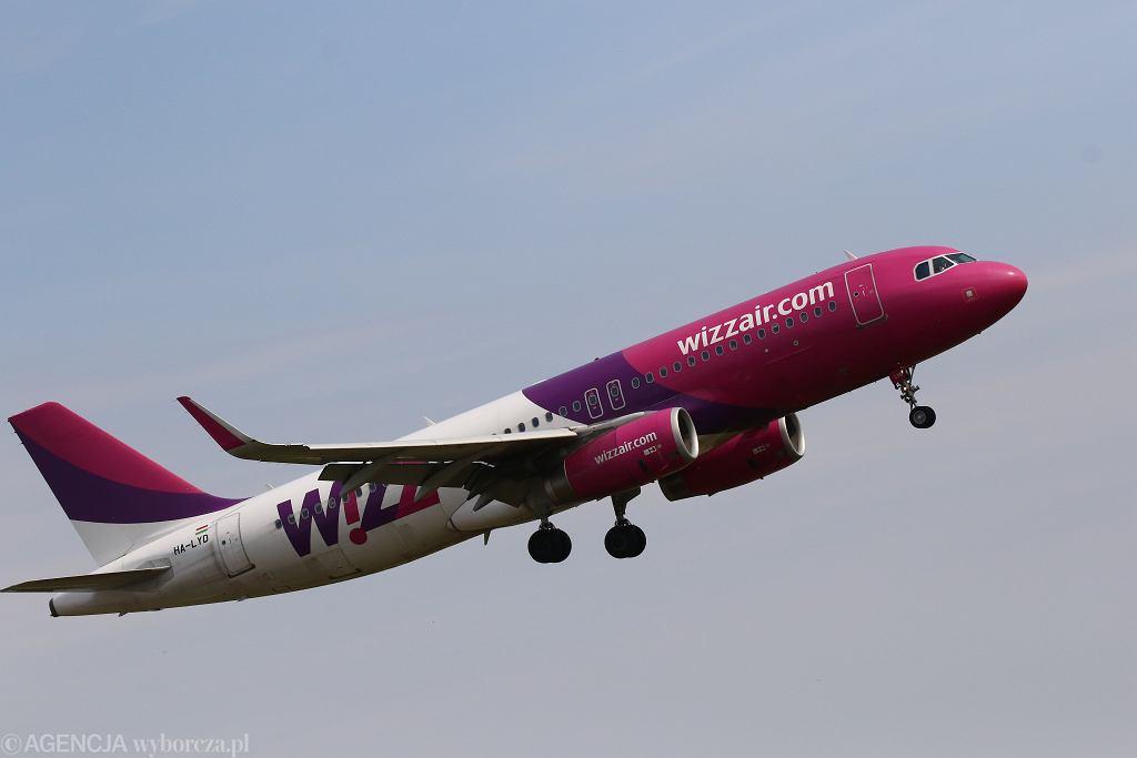Samolot linii Wizz Air startuje z Okęcia. Warszawa, 28 czerwca 2018