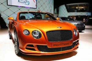 Bentley w kolorze lakieru do paznokci. Kaprys? Kobieta uzależniła od niego kupno samochodu