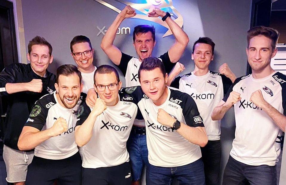 Ekipa x-kom AGO cieszy się z awansu do 12. sezonu ESL Pro League