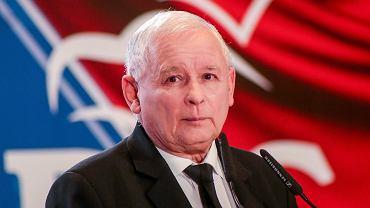 Jarosław Kaczyński wchodzi na konwencji PiS w Bydgoszczy, 30 września 2018.