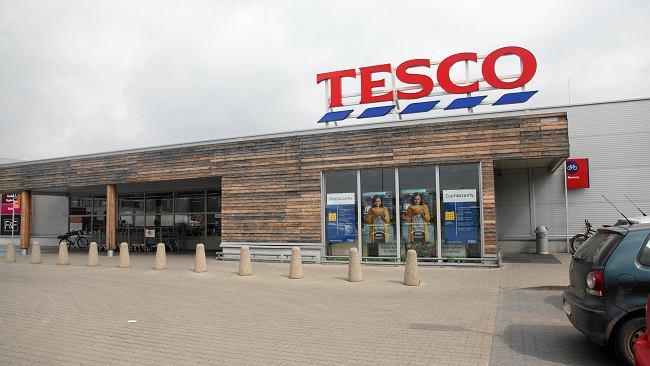 """Znikające sklepy Tesco w Polsce. Producent: """"To był dobry i duży klient. Ale już nie jest"""""""