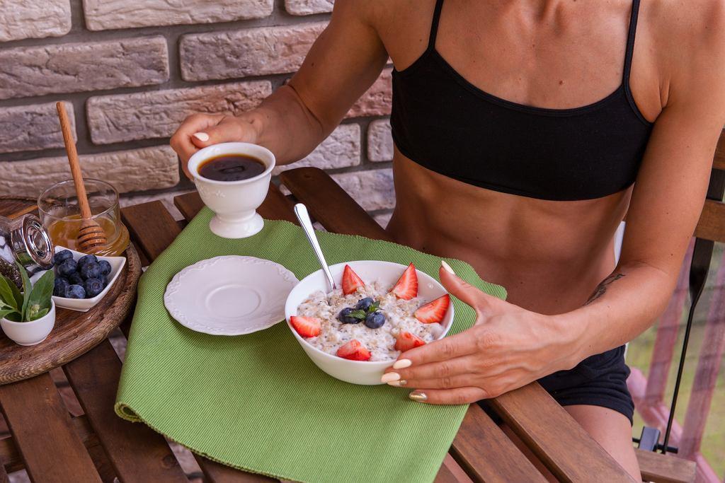 5 śniadaniowych zasad, które pomagają schudnąć