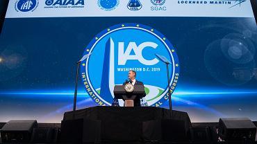 Jim Bridenstine podczas wystąpienia na International Astronautical Congress