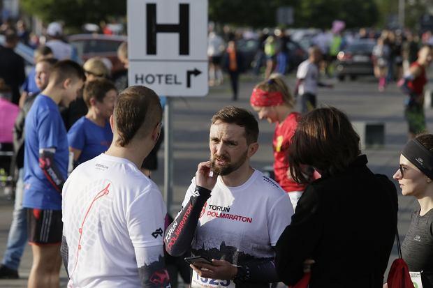 Zdjęcie numer 3 w galerii - Ponad 1200 biegaczy na starcie 37. Toruń Maraton, wygrał Łukasz Oskierko [ZDJĘCIA]
