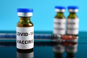 Co jest w szczepionkach przeciw COVID-19. Na pewno nie chip