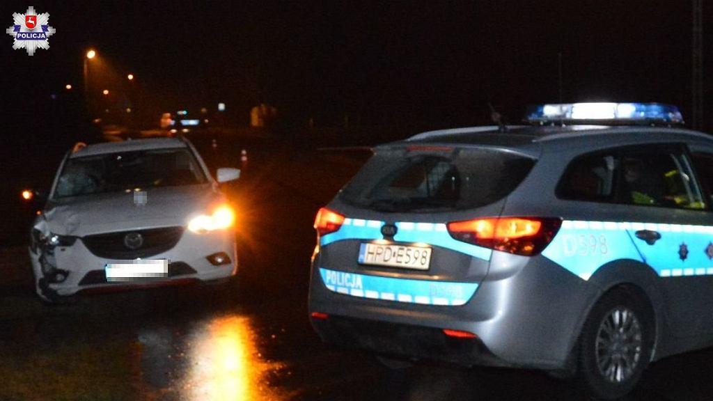 Różaniec. Mazda uderzyła w idącą poboczem 15-latkę. Zmarła w szpitalu. Jej koleżanka przeżyła