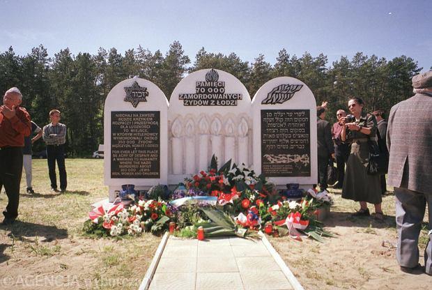 14 maja 2001 r., Chełmno nad Nerem, odsłonięcie pomnika Żydów pomordowanych w miejscowym obozie zagłady