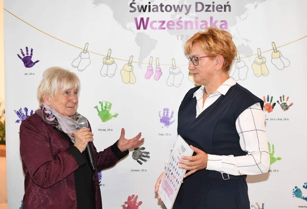 Od lewej: prof Maria Borszewska - Kornacka, wiceminister zdrowia Józefa Szczurek-Żelazko podczas spotkania zorganizowanego przez Koalicję dla wcześniaka z okazji nadchodzącego Światowego Dnia Wcześniaka 2019