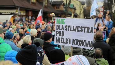 Protest w Zakopanem przeciwko organizacji sylwestra TVP pod Wielką Krokwią.