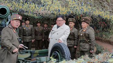 Kim Dzong Un podczas inspekcji wojskowej