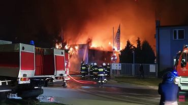 Pożar zakładu produkującego meble w Turku.