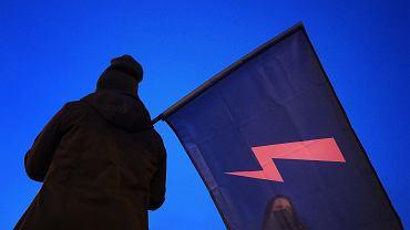 Strajk kobiet. Nauczycielka zmuszała uczniów do usuwania błyskawicy ze zdjęć