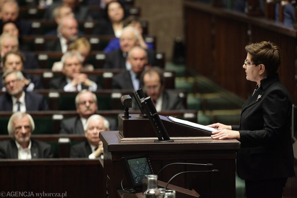 Expose premier Beaty Szydlo .