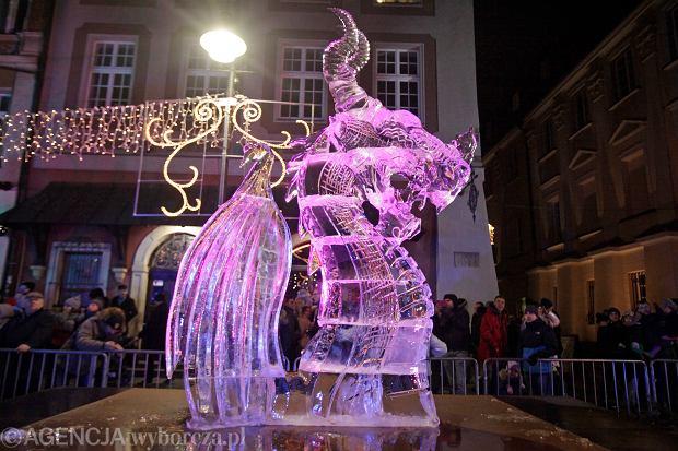 08.12.2019 Poznan . Stary Rynek . Rzezby lodowe wykonane podczas Ice Festiwal Poznan . Fot. Piotr Skornicki / Agencja Gazeta