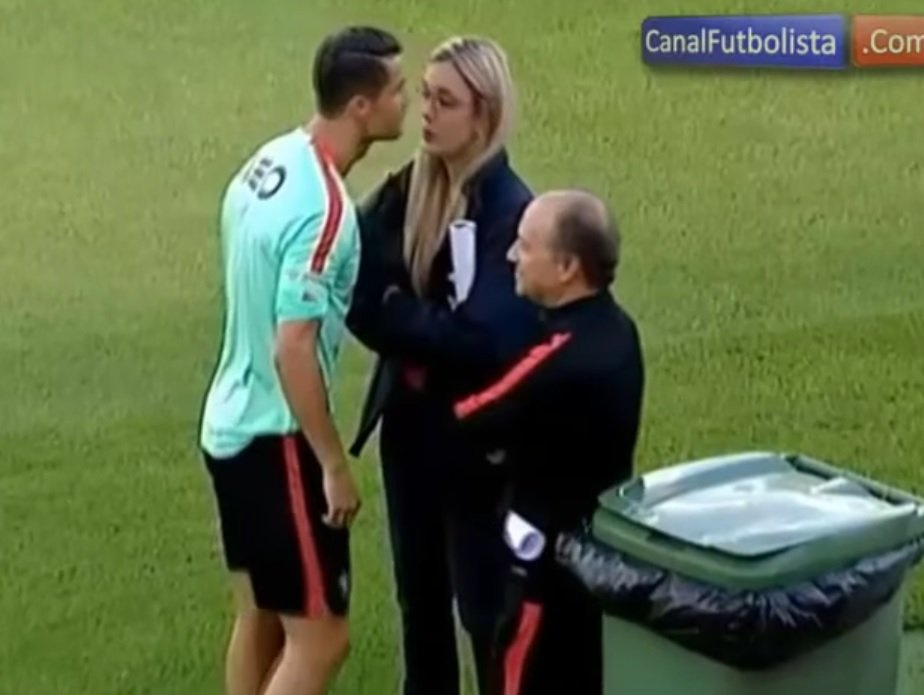 Cristiano Ronaldo flirtuje na treningu