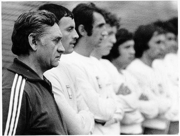 Kazimierz Górski z zawodnikami. Mecz Polska-Irlandia. Poznań 1976 r.
