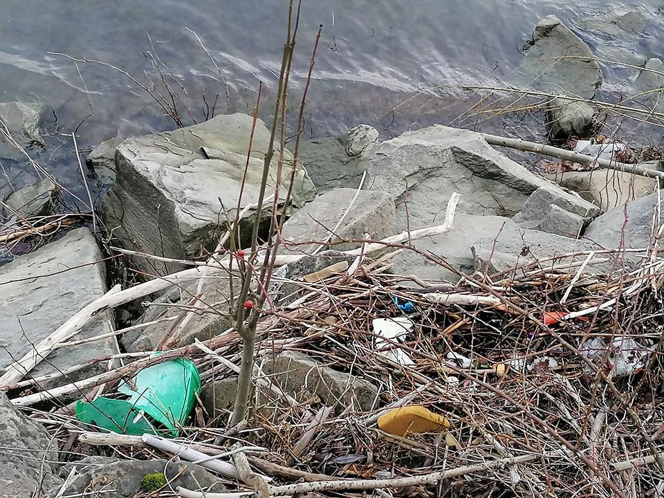Zdjęcie numer 12 w galerii - Przerażający widok. Na brzegach pięknych beskidzkich jezior leżą tony śmieci [ZDJĘCIA]