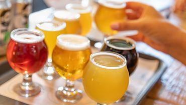 Piwo bezalkoholowe kupujemy, jak wskazują analizy rynku, coraz chętniej.