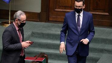 Minister zdrowia Adam Niedzielski i premier Mateusz Morawiecki w Sejmie