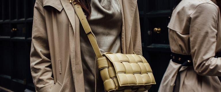 Ten sposób noszenia torebki jest bardzo wygodny i modny! Top 18 modeli z długim paskiem, które założysz przez ramię