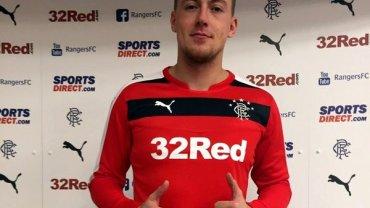 Maciej Gostomski po podpisaniu kontraktu z Glasgow Rangers