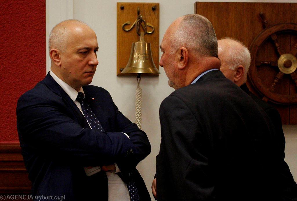 Obrady sejmowej komisji w szczecińskim Urzędzie Morskim. Z lewej Joachim Brudziński