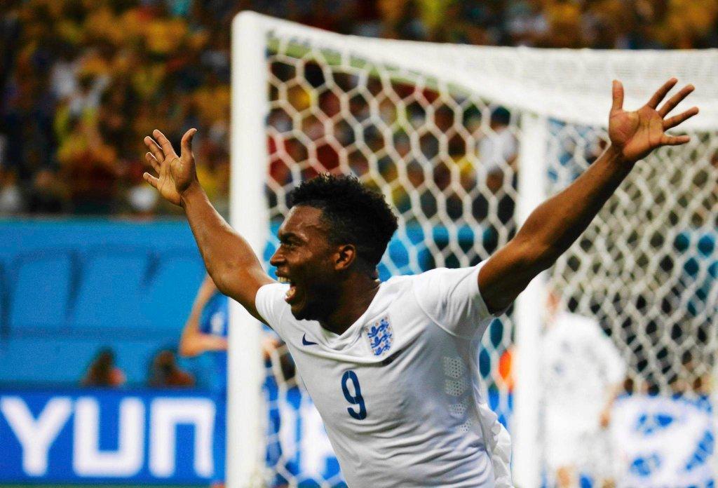 Daniel Sturridge cieszy się z gola w meczu Anglia - Włochy 1:2