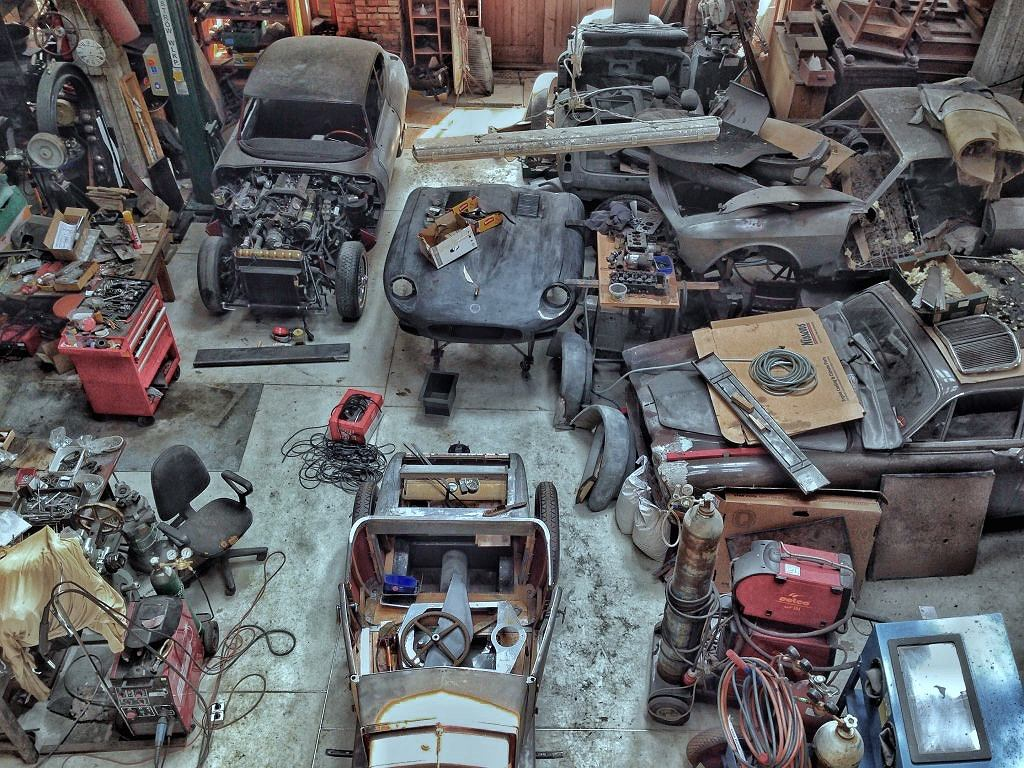 Wnętrze pracowni Platinum Motor Renovations